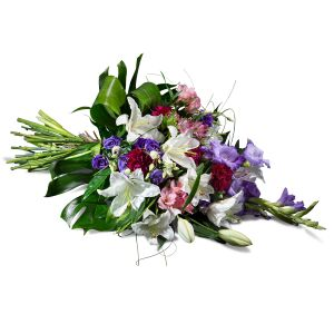 Horizontal bouquet in mauve shades